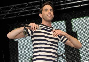 Incroyable, Mika est gay! mika_en_concert_reference-300x208